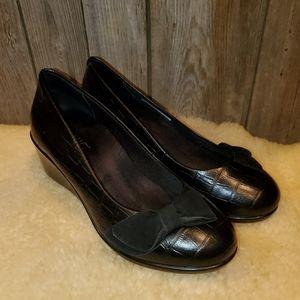 Vionic Lena black wedge loafers 8